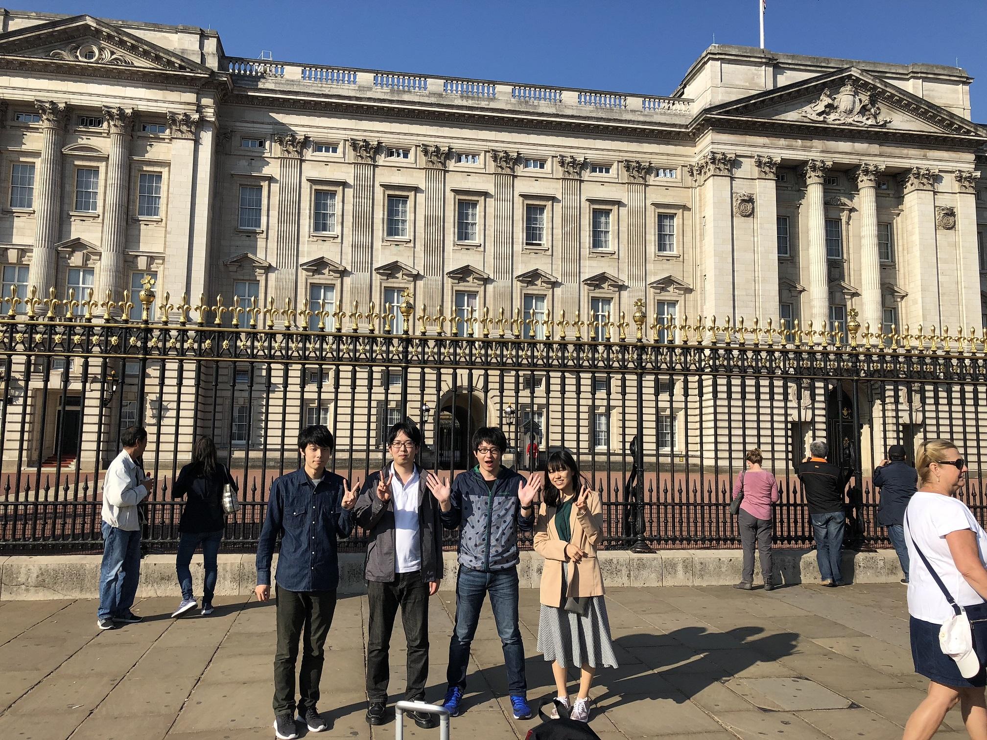 ロンドン・バッキンガム宮殿にて