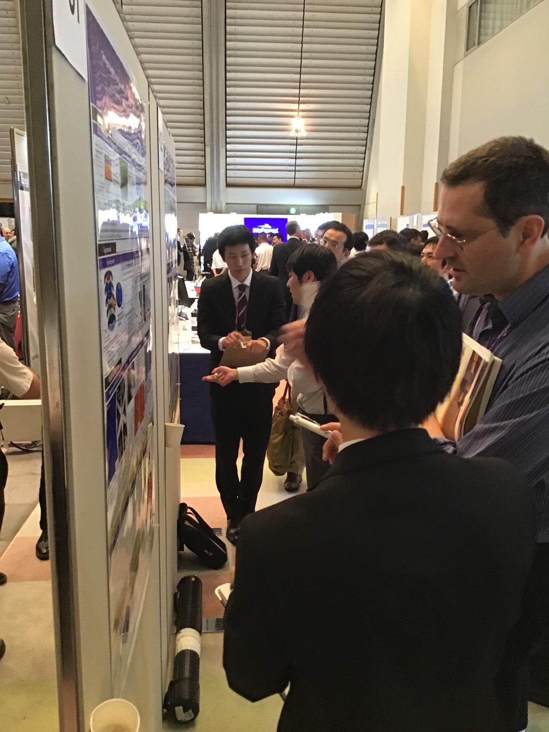 参加者と議論する横本海斗さんと品川直登さん