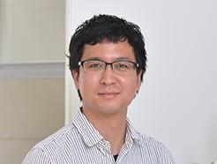 尾崎 壽紀 専任講師