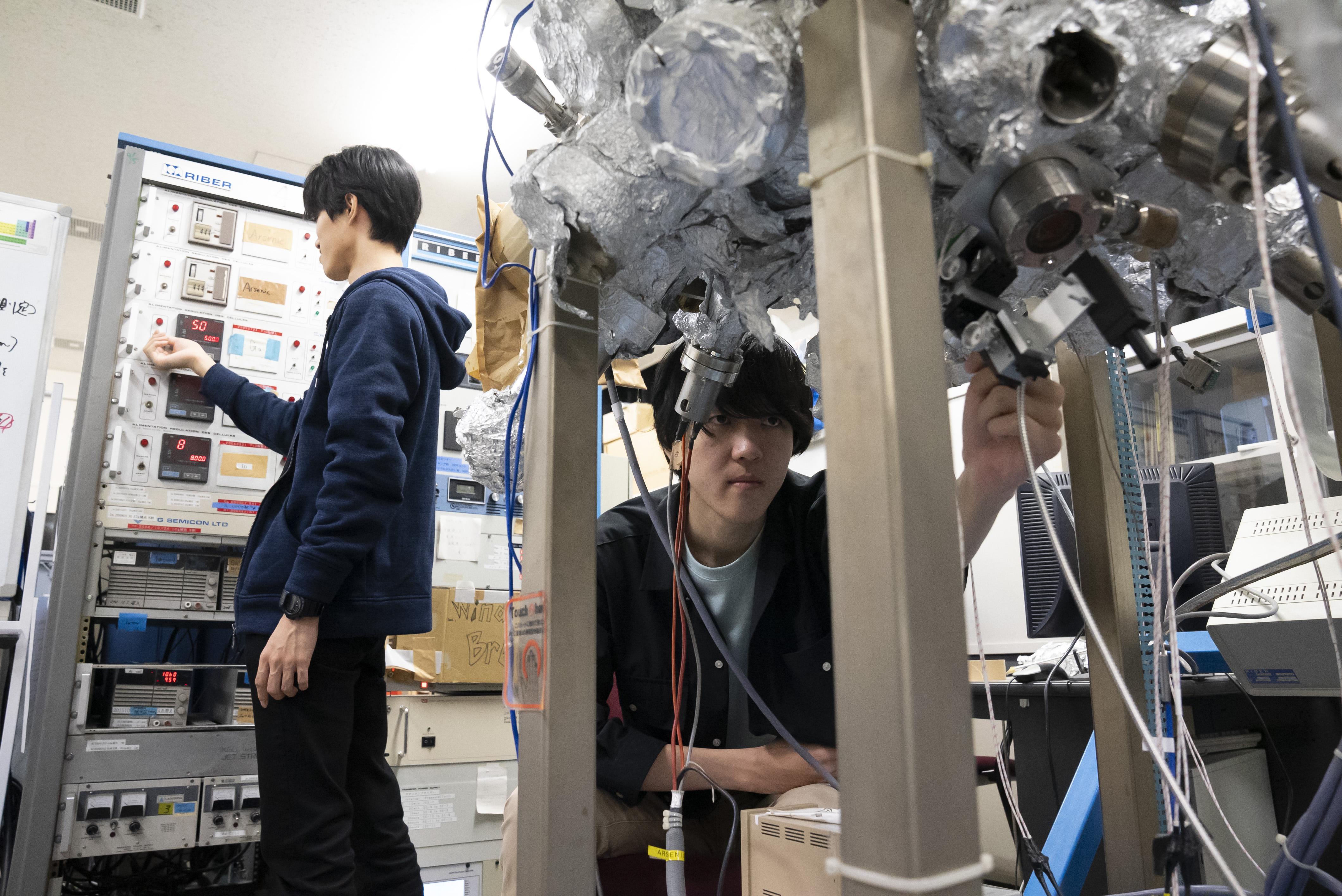 研究室風景_金子先生2
